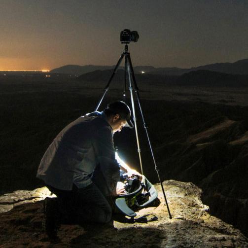 Новые штативы SLIK получили встроенный светодиодный фонарик
