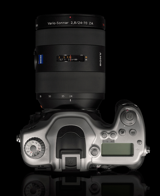 http://photowebexpo.ru/assets/images/NEWS/TECHNIC/HASSELBLAD/hv/hasselblad-hv-top2.jpg