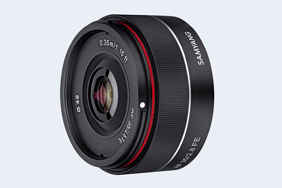 Samyang начинает продажи автофокусного 35/2.8 FE для камер Sony
