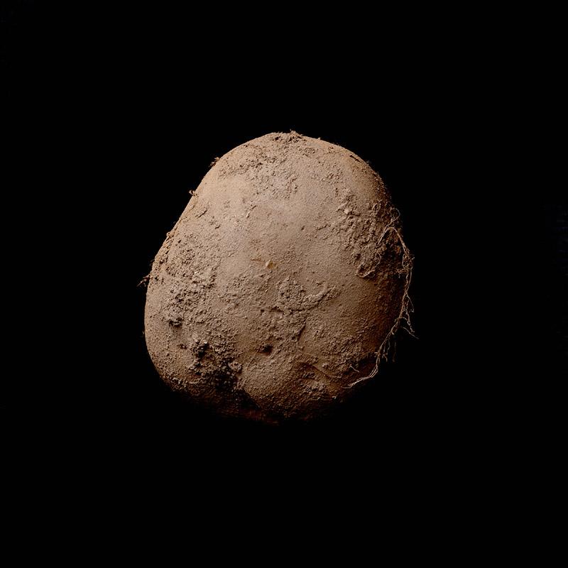Фотография картошки в исполнении Kevin Abosch продана за 1 млн. евро