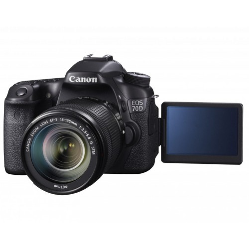 Canon EOS 70D c объективом EF-S 18-135mm IS STM