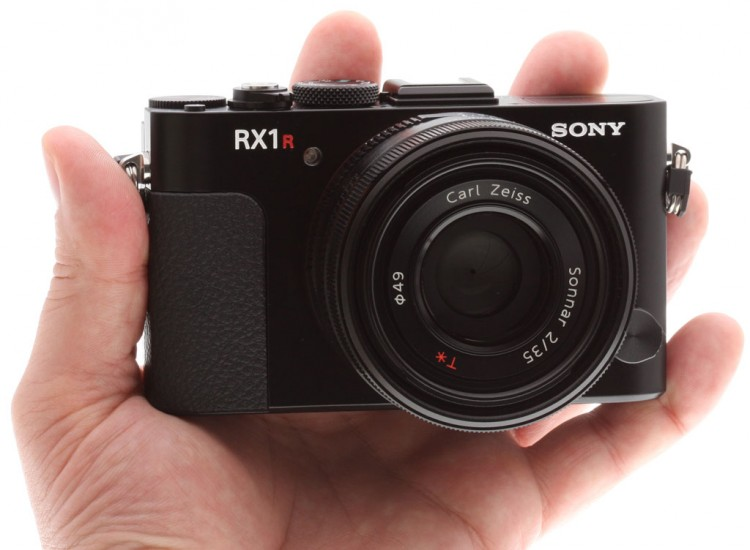 Sony RX1R выпущена на замену нашумевшей предшественнице