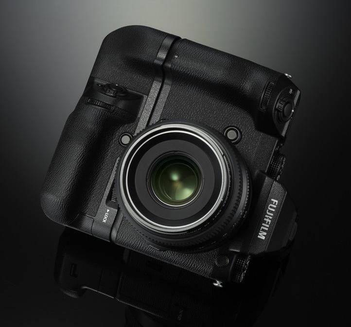 Fujifilm анонсировала среднеформатную систему GFX