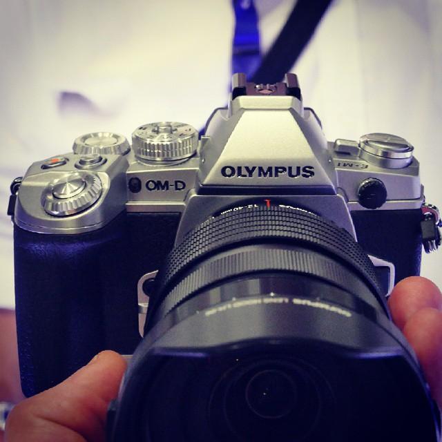 Olympus привез в Россию серебристый OM-D E-M1 и объектив 40-150/2.8