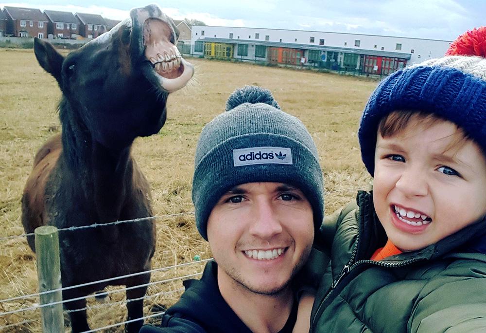 Владелица лошади-фотобомбы претендует на часть приза в £2000