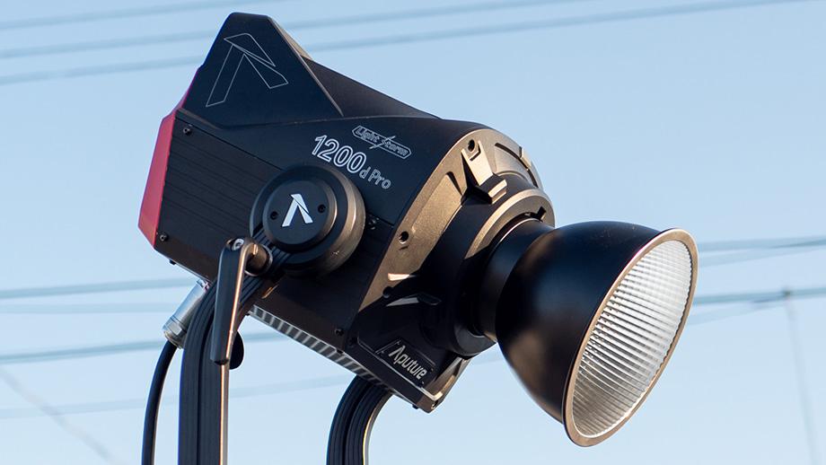 Aputure Light Storm 1200d Pro – мощный светодиодный светильник
