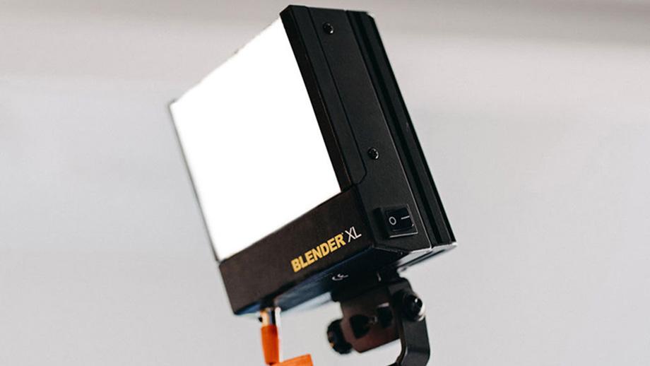 Lowel Blender XL – яркий, металлический, дорогой