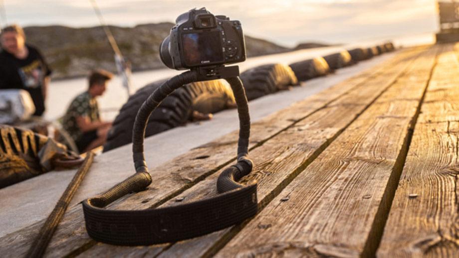 Conda Camera Strap – лёгким движением руки ремешок превращается в штатив