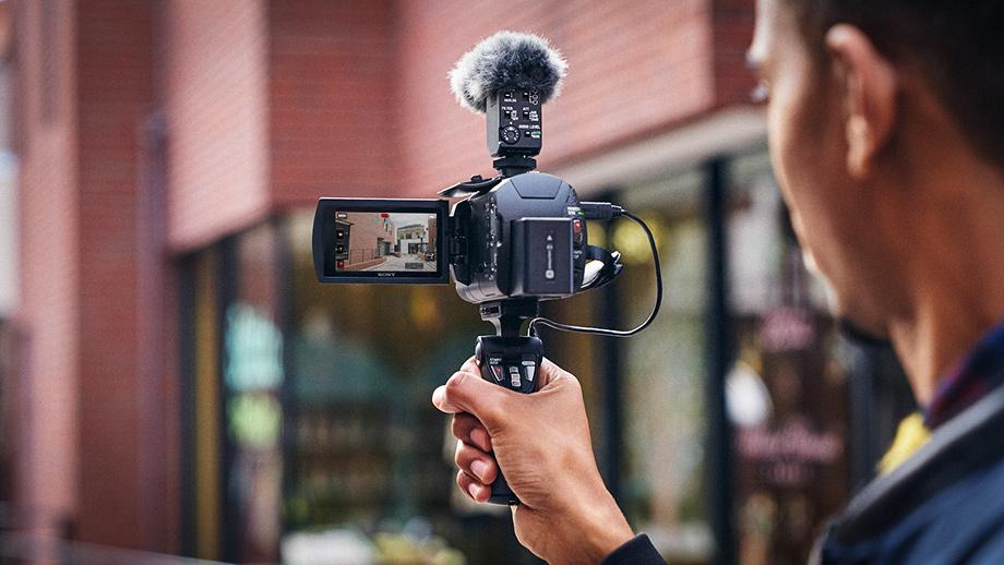 Камкордер Sony AX43 – доступная 4K-видеокамера