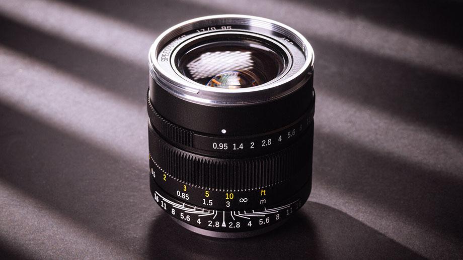 Mitakon 17mm f/0.95 Speedmaster для Микро 4/3 за $400