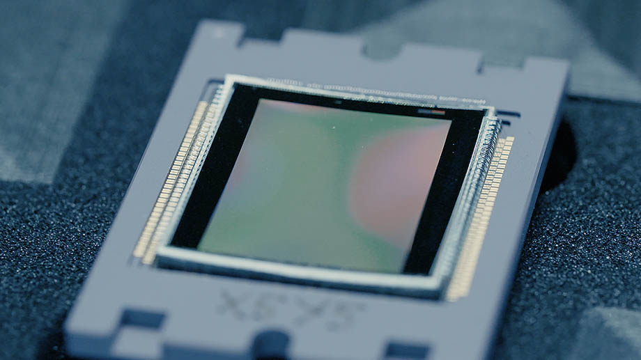 Разработчик Curve-One анонсировал первый изогнутый сенсор для коммерческого использования