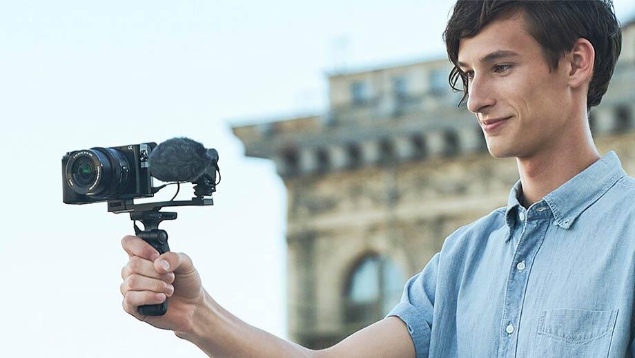 Sony готовит влогерскую системную беззеркальную камеру?