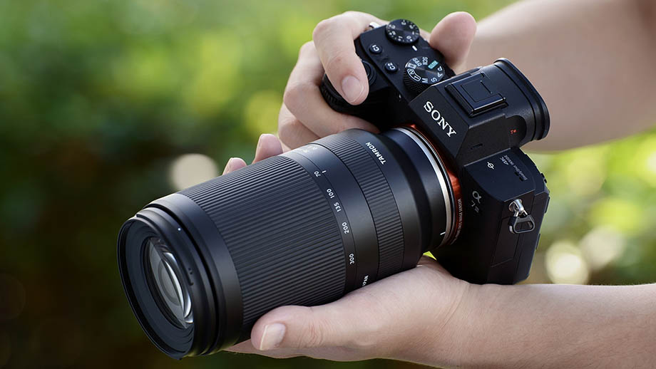 Фотографии объектива Tamron 70-300mm f/4.5-6.3 Di III RXD для камер Sony появились в сети